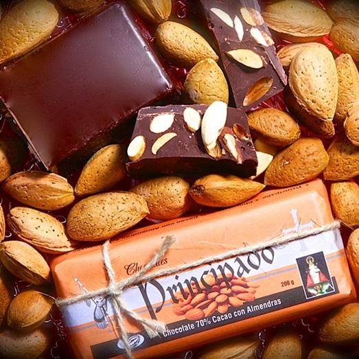 Chocolate asturiano con almendras